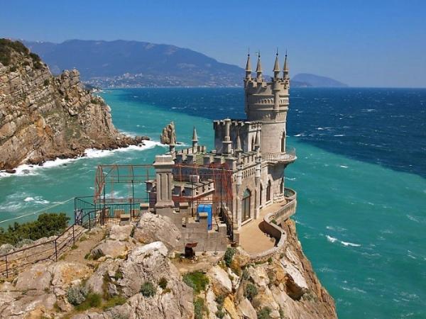 Почему стоит поехать в Крым?