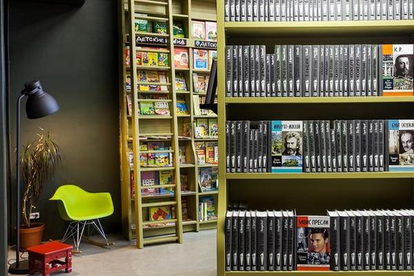 7ca2198ab42a Самый большой книжный магазин